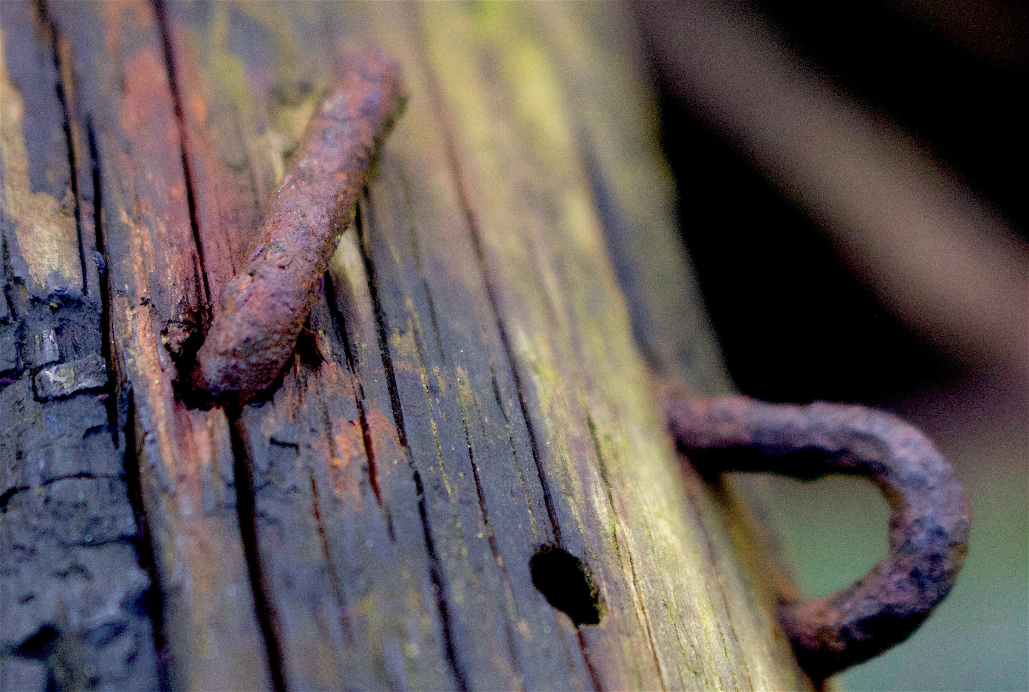 nailhole
